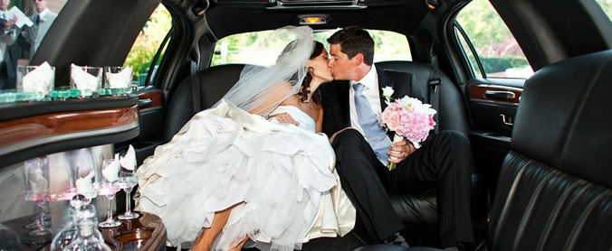 Minnesota Wedding Couple Kissing in Strertch Limo