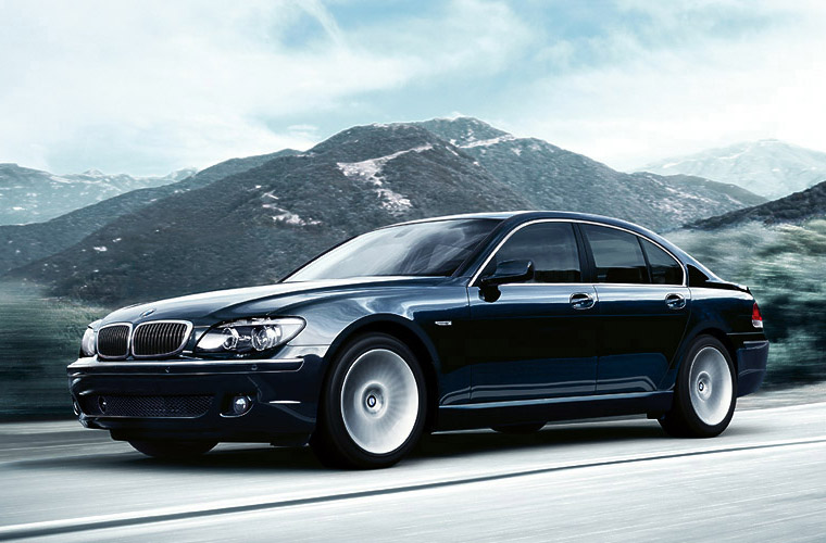 BMW 7-Series on the Road View Chauffeured Car Services Minneapolis MN / St Paul Minnesota