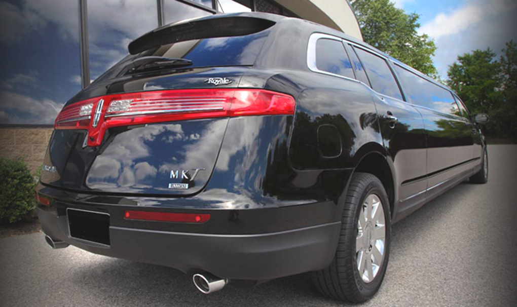 Lincoln MKT Stretch Limousine Services Minneapolis MN / St Paul Minnesota - Black Exterior Limo Photo Outdoors - Aspen Limo and Car Services
