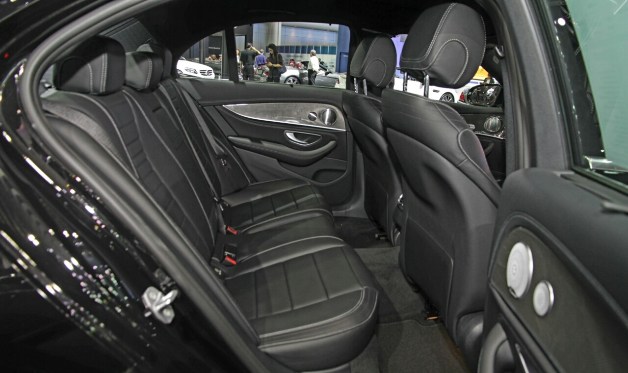Mercedes Sedans Car Services Minneapolis MN / St Paul Minnesota Black Interior Seating