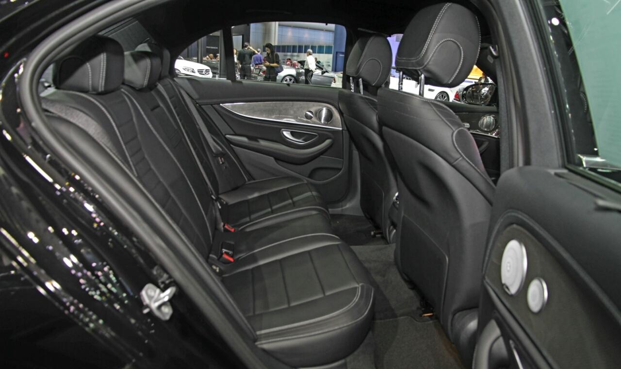 Mercedes Sedans Car Services Minneapolis MN / St Paul Minnesota Black Interior Seating