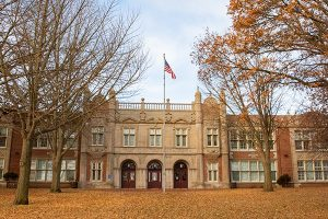 Des Moines IA - Lincoln High School - School Building Photo